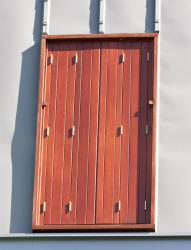 volets bois repliables en tableau contemporains pour les. Black Bedroom Furniture Sets. Home Design Ideas