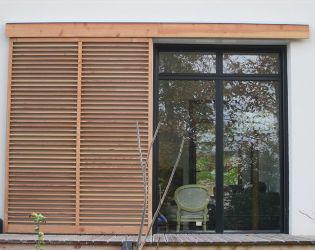 exemples de r alisations de chantiers de fermetures bois portes et volets bois sur mesure brise. Black Bedroom Furniture Sets. Home Design Ideas