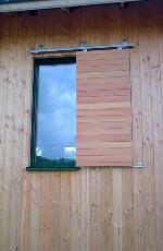 Exemples de r alisations de chantiers de fermetures bois for Fabriquer porte coulissante suspendue
