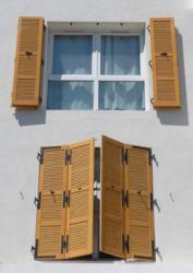 le volet persienne non ajour en bois pour se prot ger. Black Bedroom Furniture Sets. Home Design Ideas