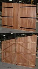 Porte de garage traditionnelle deux battants en bois avec d coupe sp cifique gpf volets bois - Isolation porte de garage battant bois ...